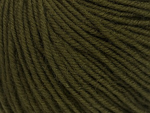 SUPERWASH MERINO is a worsted weight 100% superwash merino yarn available in 47 beautiful colors. Marvelous hand, perfect stitch definition, and a soft-but-sturdy finished fabric. Projects knit and crocheted in SUPERWASH MERINO are machine washable! Lay flat to dry. Fiber Content 100% Superwash Merino Wool, Brand ICE, Dark Green, Yarn Thickness 4 Medium  Worsted, Afghan, Aran, fnt2-42456